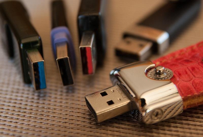Clés USB personnalisées : les parfaits cadeaux d'entreprise pour impressionner ses contacts