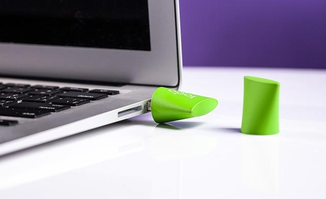 Cadeau d'entreprise : pourquoi offrir une clé USB ?